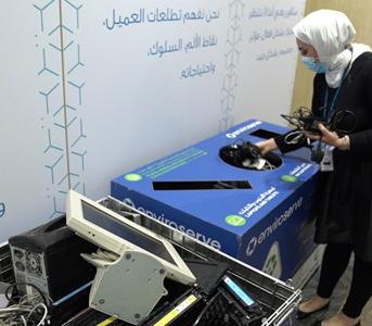 البنك الأهلي المتحد يواصل تدوير النفايات الإلكترونية من خلال الشراكة مع (Enviroserve)